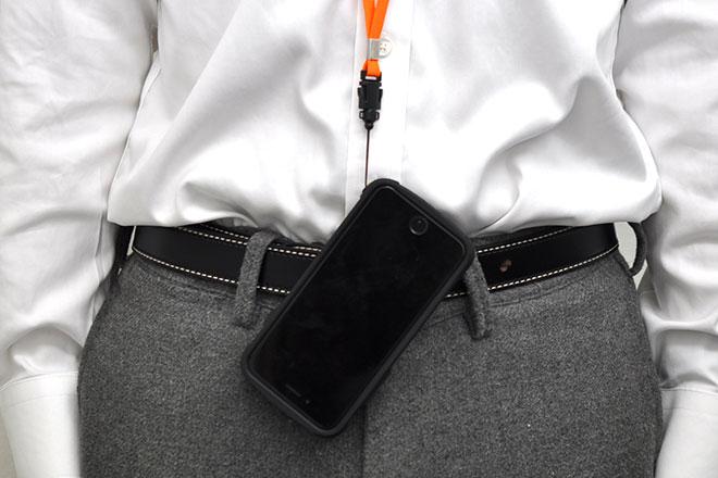 スマホや携帯電話を取り付ける